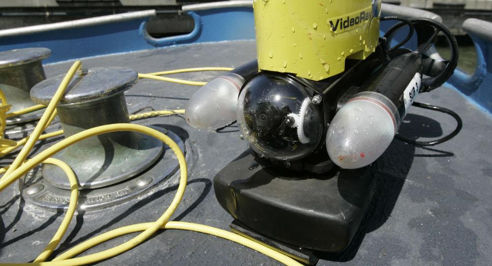 ROV (remote operated vehicle, přístroj řízený na dálku)