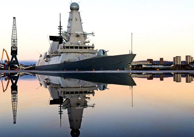 Loď britského královského námořnictva HMS Defender