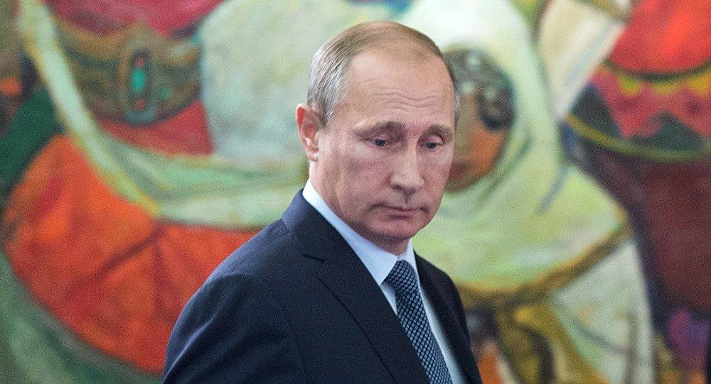 Ruský prezident Vladimir Putin na výstavě v moskevském Státním historickém muzeu
