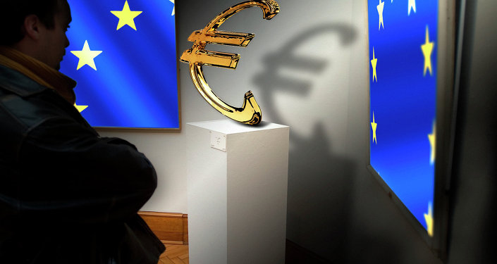 Vlajky EU a logo eura