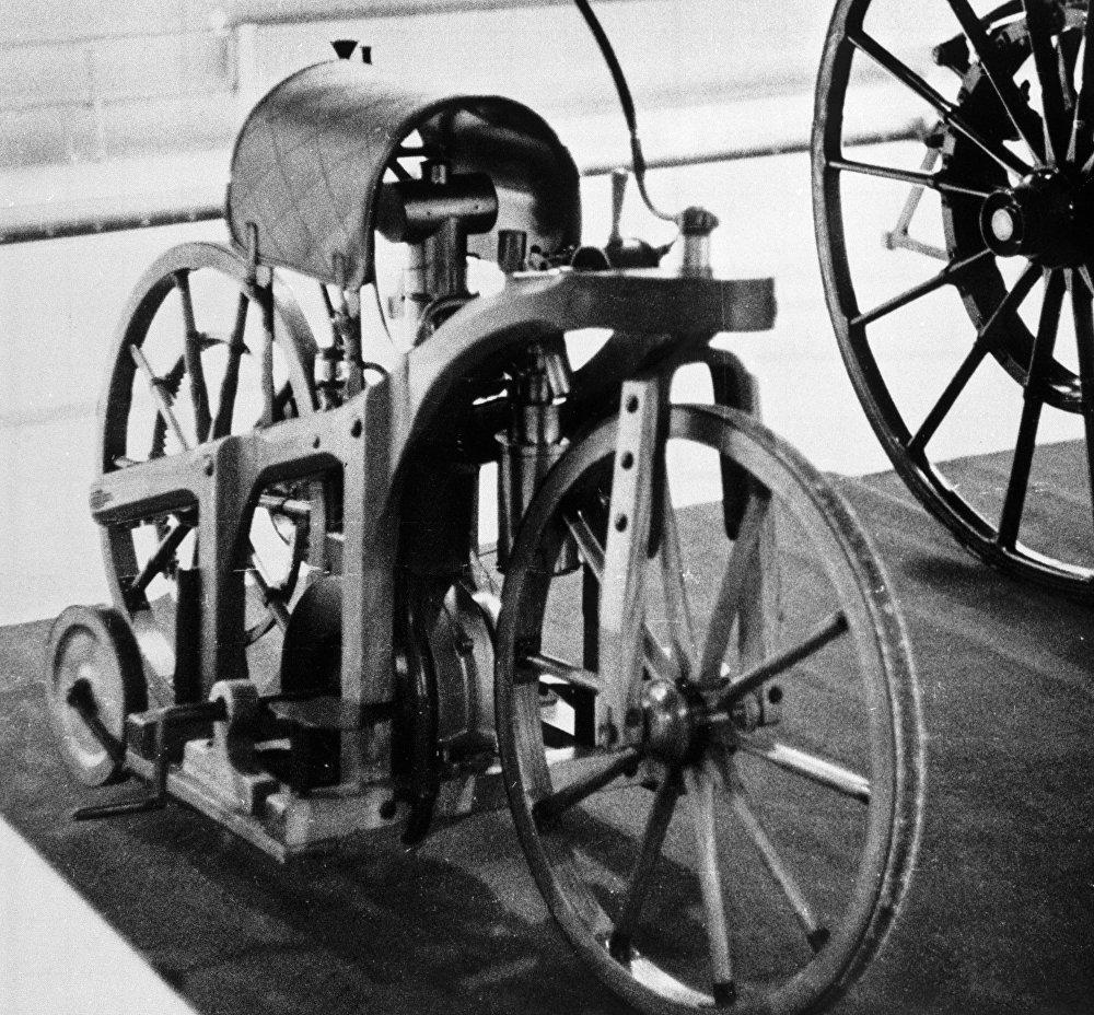 Před 130 lety vyjel první motocykl do ulic