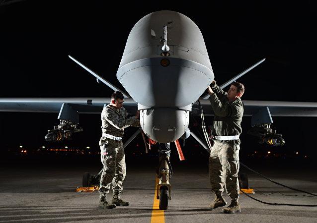 Americký dron MQ-9 Reaper během přípravy ke startu na misi. Ilustrační foto
