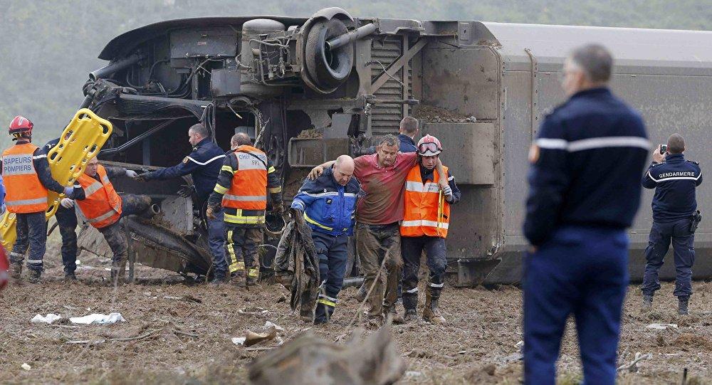 Zkušební vlak vykolejil ve Francii, pět lidí zahynulo
