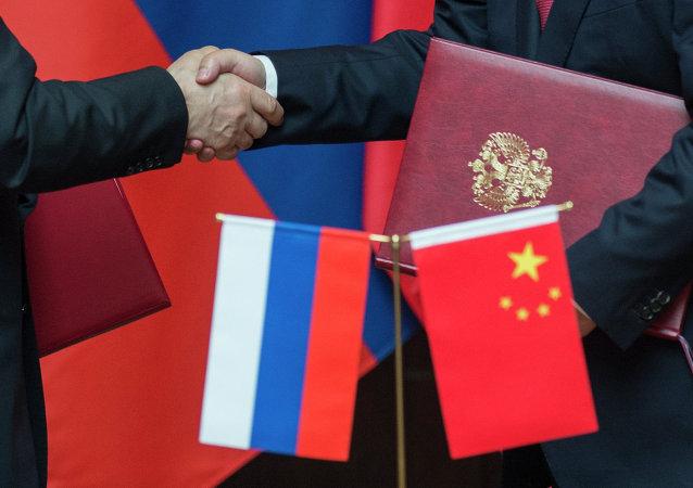 Čínská a ruská vlajky