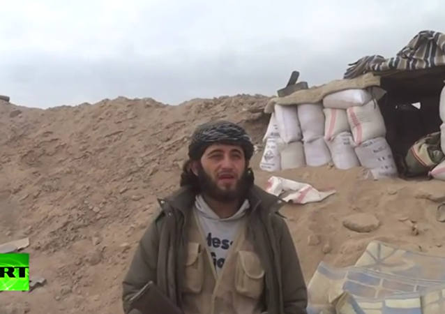 Velitele Džabhat an-Nusry během interview trefila střela