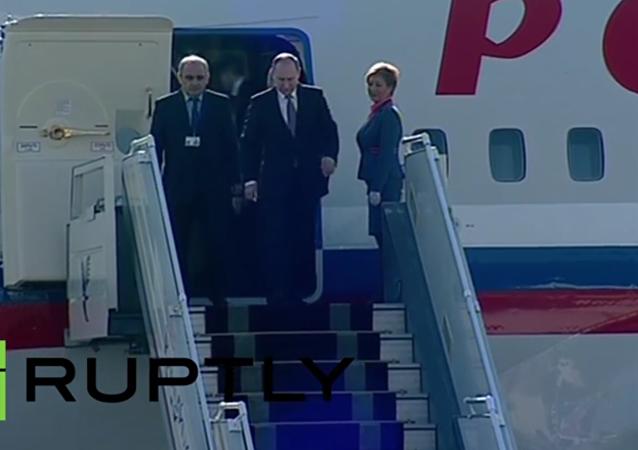 Putin a Lavrov v Teheránu: někdo autobusem, někdo v limuzíně