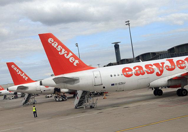 Airbus A 320 společnosti EasyJet na letišti Roissy Charles de Gaulle
