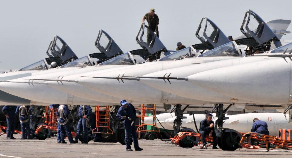 Bombardéry Su-24 tvoří základ ruské letecké skupiny v Sýrii