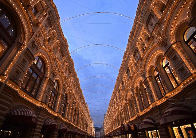 GUM (Státní obchodní dům) je významný obchodní dům na Rudém náměstí v centru Moskvy