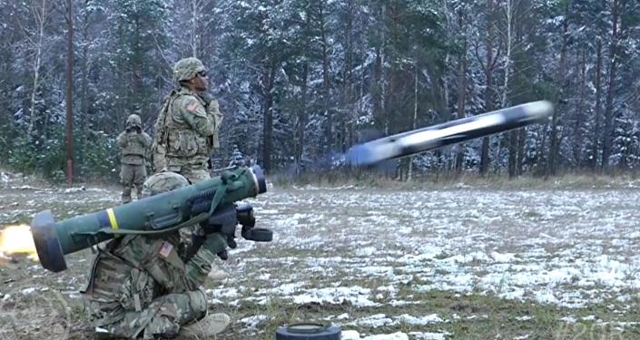 Zkoušky raketometů Javelin ve zpomaleném záběru