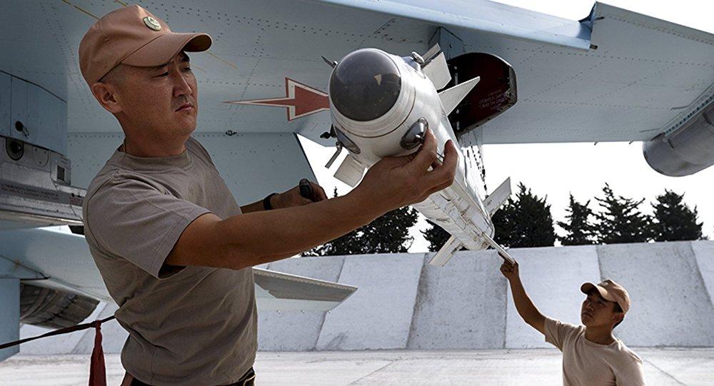 RF bude i nadále poskytovat podporu Sýrii, včetně vojenské - Putin