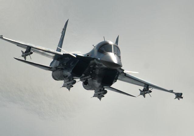 V roce 1994 vzlétl první sériový Su-34 z letiště Novosibirského závodu