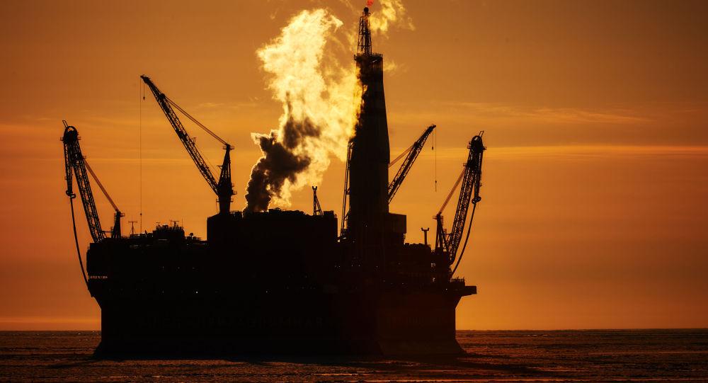 Mořská ropná těžební plošina Prirazlomnaja