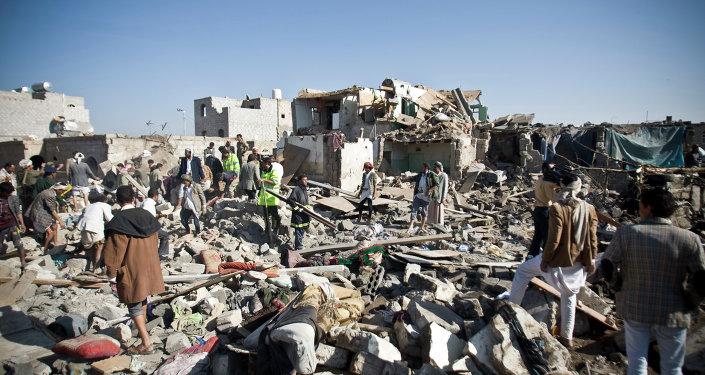 Patrání po obětech po leteckých útocích v Jemenu