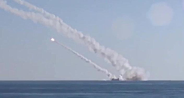 Ponorka Rostov na Donu odpaluje rakety 3M-54 Kalibr (Klub)