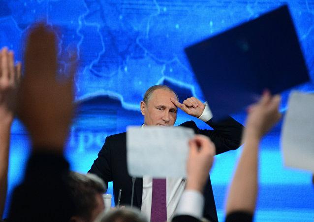 Velká tisková konference Vladimira Putina 2014