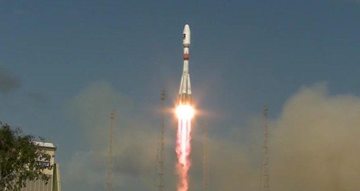 Raketa Sojuz-ST s dvěma sputniky Galileo startovala z kosmodromu Kourou
