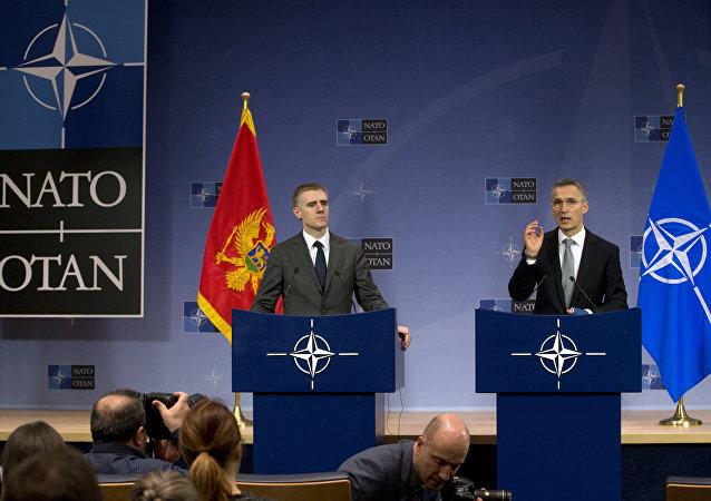 Ministr zahraničních věcí Černé Hory Igor Lukšič a generální tajemník NATO Jense Stoltenberga