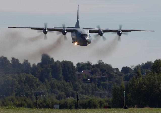 Vojenský transportní letoun An-12