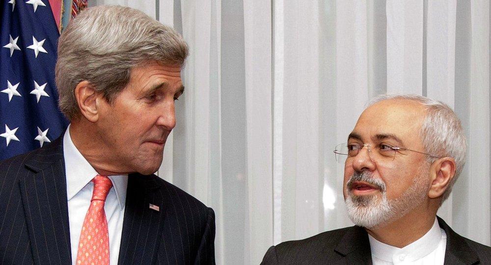 Ministr zahraničí USA John Kerry a íránský ministr zahraničí Mohammad Džavád Zaríf