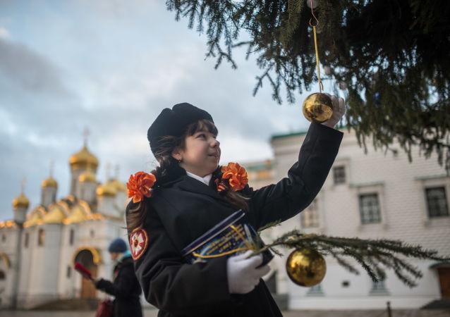 Hlavní novoroční stromeček Ruska ve stylu sovětské epochy