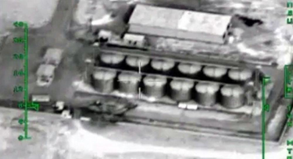 Ruské letectvo útičí na objekty pro zpracování ropy v Sýrii