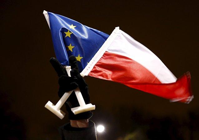 Vlajky EU a Polska