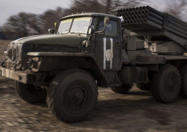 Raketomet Grad ukrajinské armády na východě Ukrajiny