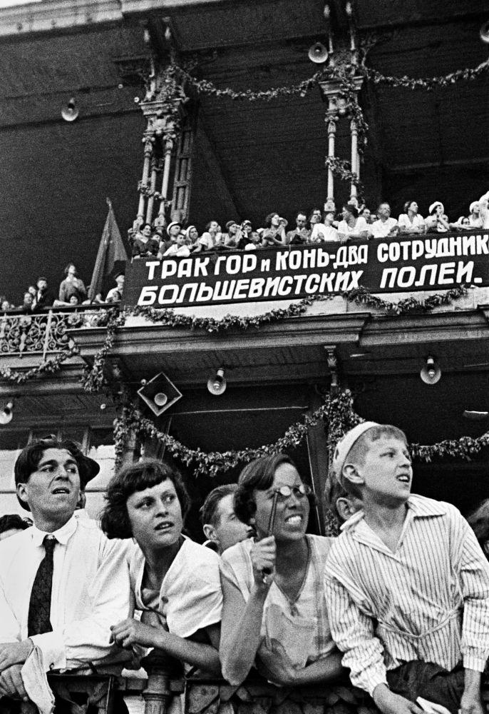 Dějiny začínají zprávou. Sovětská informační kancelář sděluje