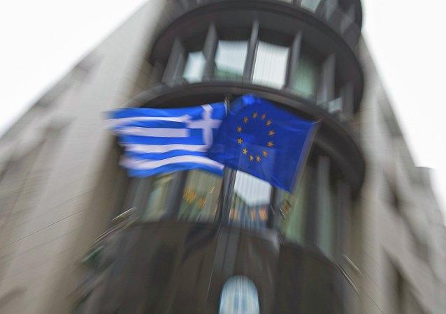 Řecká vlajka a vlajka EU