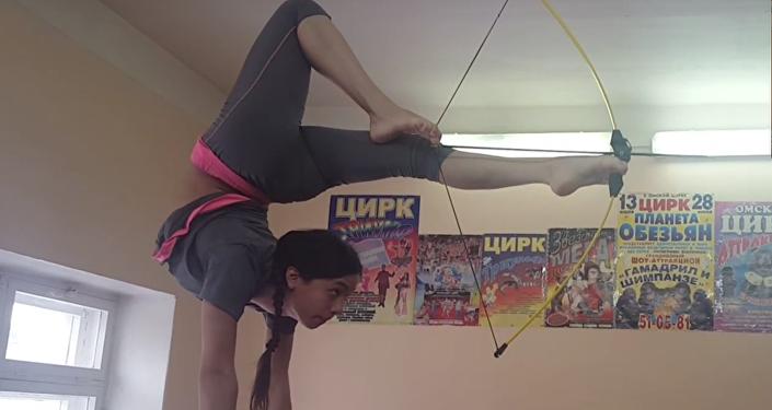 Sibiřanka překonala rekord ve střelbě z luku nohama