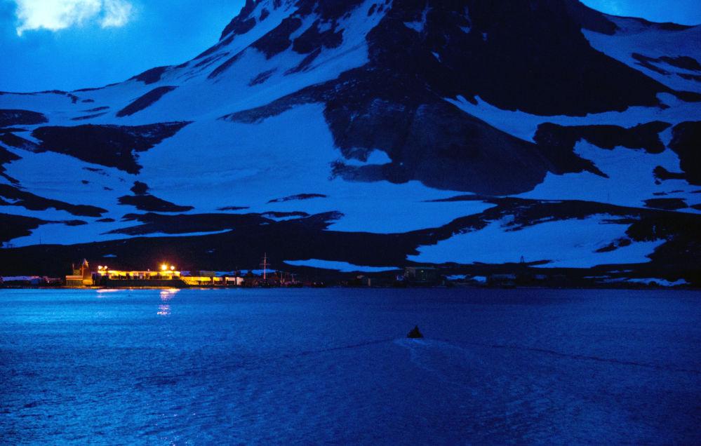 Antarktida, kraj tučňáků a nekonečného ledu