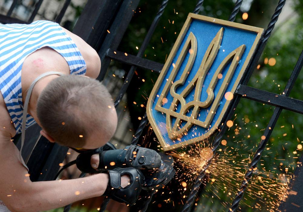 Státní znak Ukrajiny v Luhansku