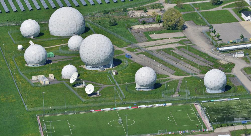 Pohled na základnu s anténami. Ilustrační foto