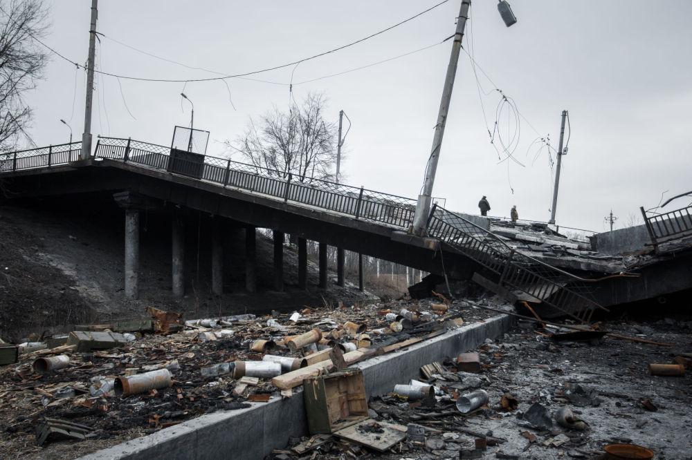 Zničený most v Doněcku