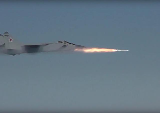 Záchytné stíhačky MiG-31 nad Sibiří