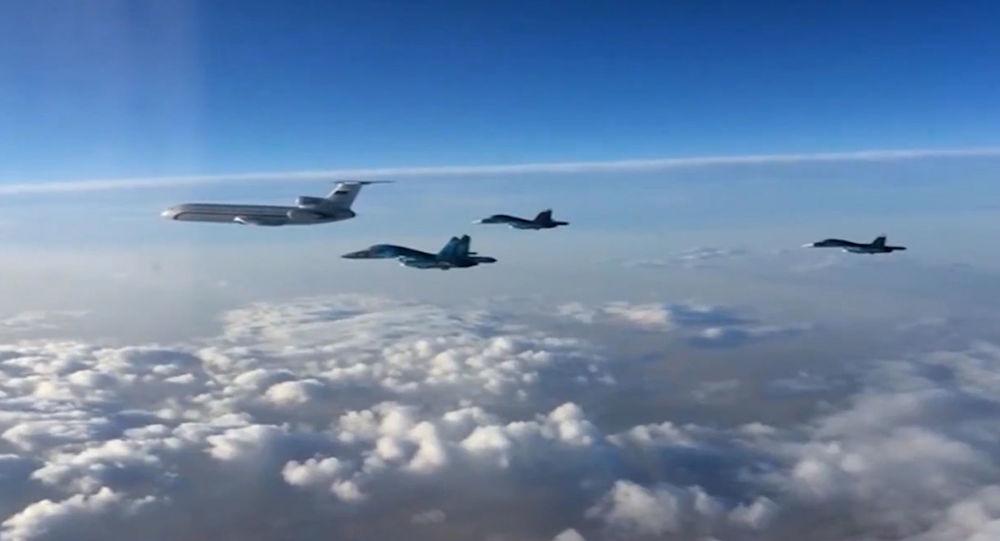 Ruská vojenská letadla směřují domů se začátkem vojenského stahování: Tu-154 a Su-34