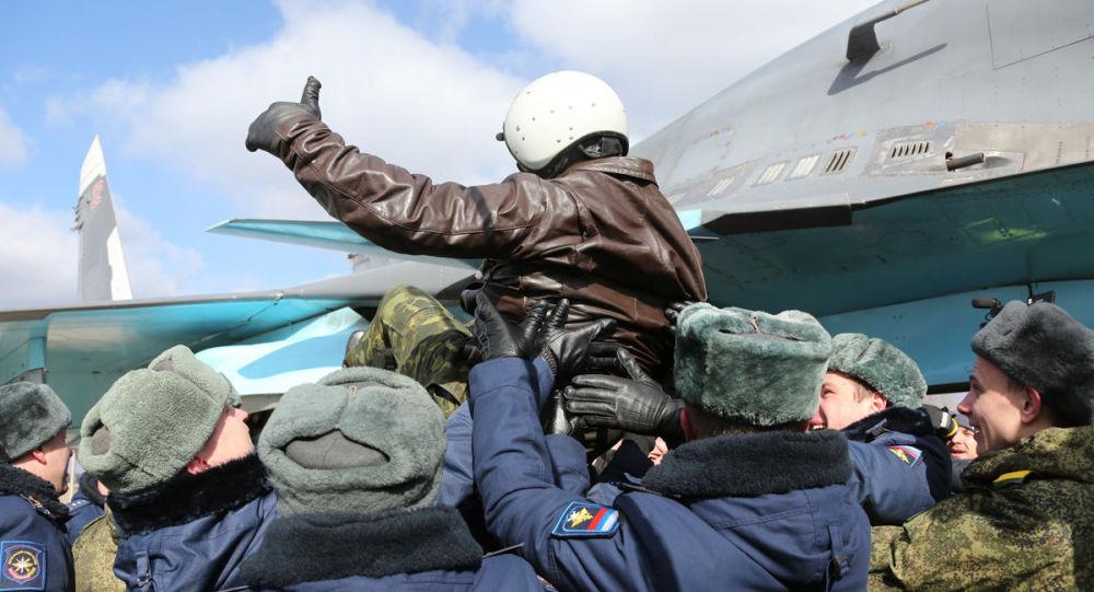 Ruští letci se vrátili domů ze Sýrie: záběry přivítání