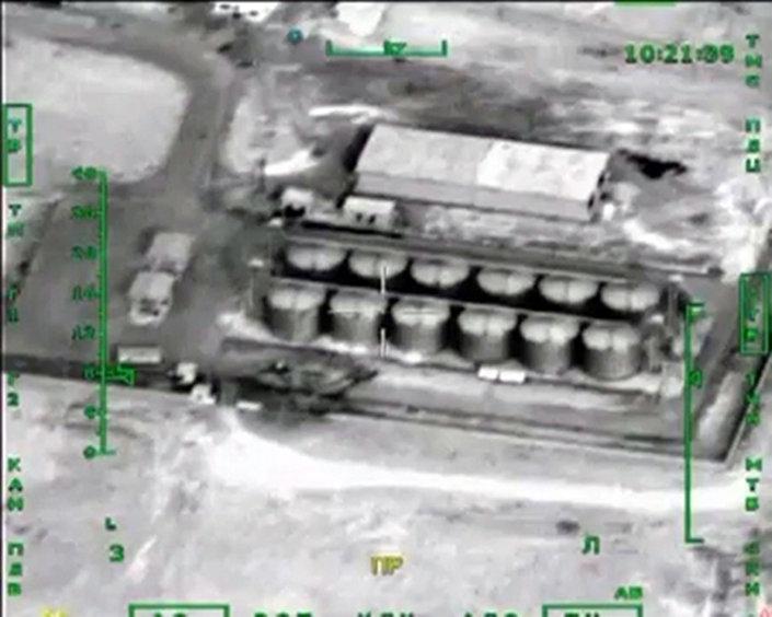 Ruské letectvo útočí na objekty pro zpracování ropy v Sýrii