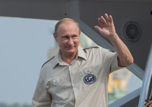 Vladimir Putin během pracovní návštěvy na Krymu
