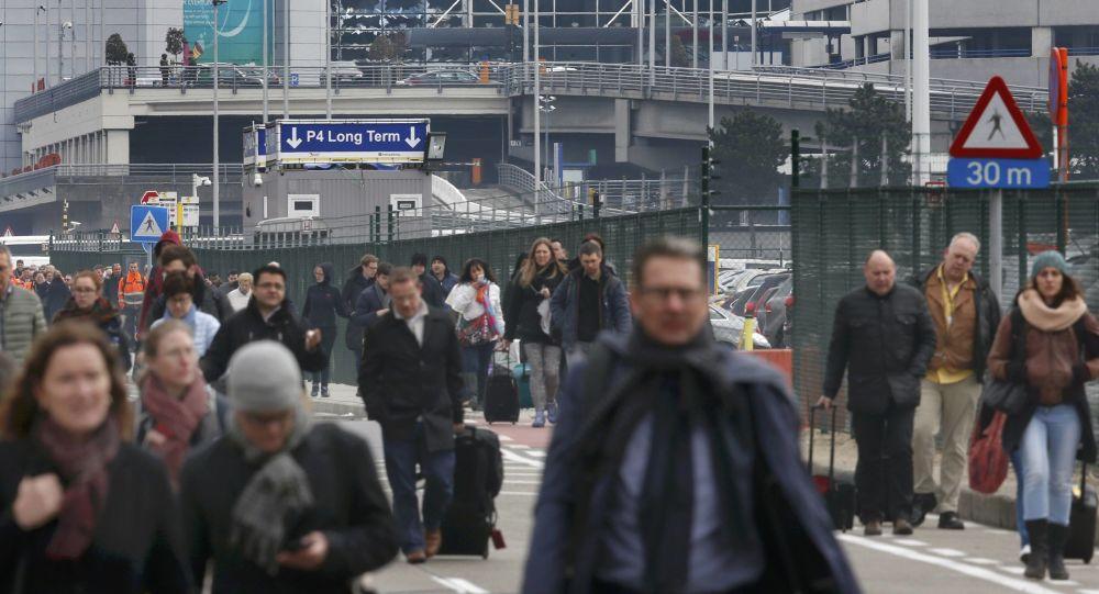Evakuace lidí z letiště v Bruselu