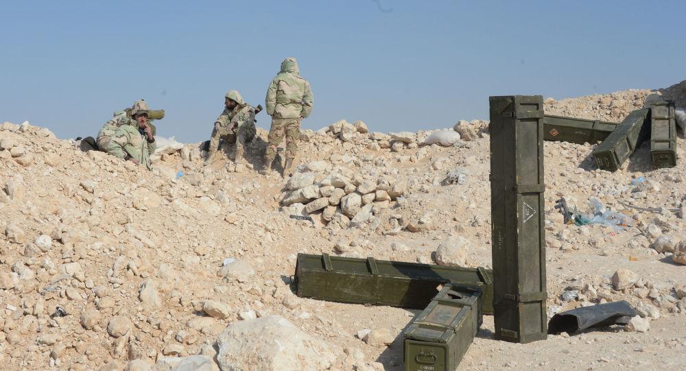 Bojovníci oddílu syrské domobrany Sokolové pouště poblíž Palmiry