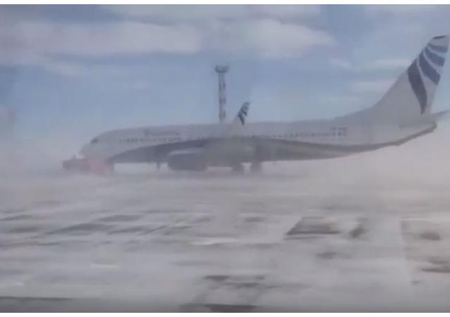 V Norilsku silný vítr otočil Boeing s pasažéry