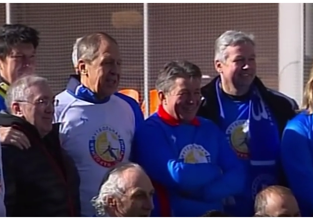 Gól! Ministr zahraničí Ruska Lavrov ukazuje, jak opravdoví chlapi hrají fotbal