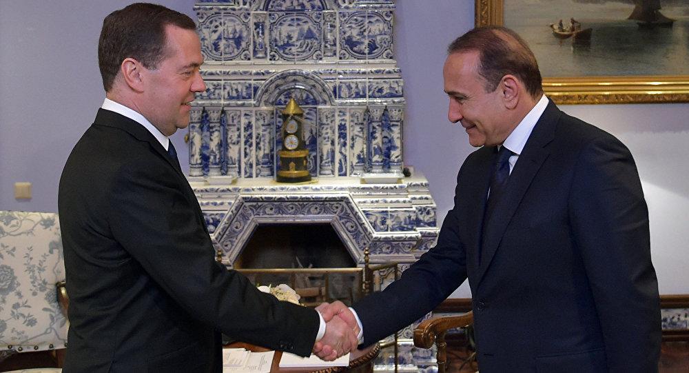 Premiér Arménie Hovik Abrahamian a Dmitrij Medveděv