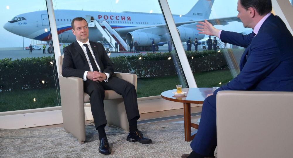 Ministerský předseda RF Dmitrij Medvěděv během interview pro pořad Vesti v sobotu