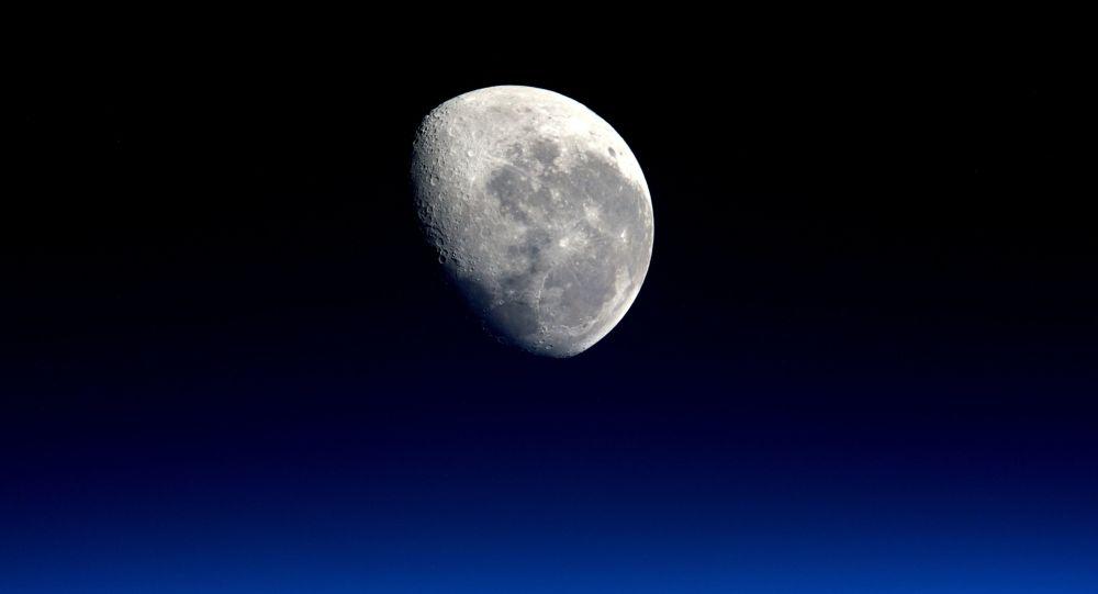 Foto Měsíce astronauta Tima Peake