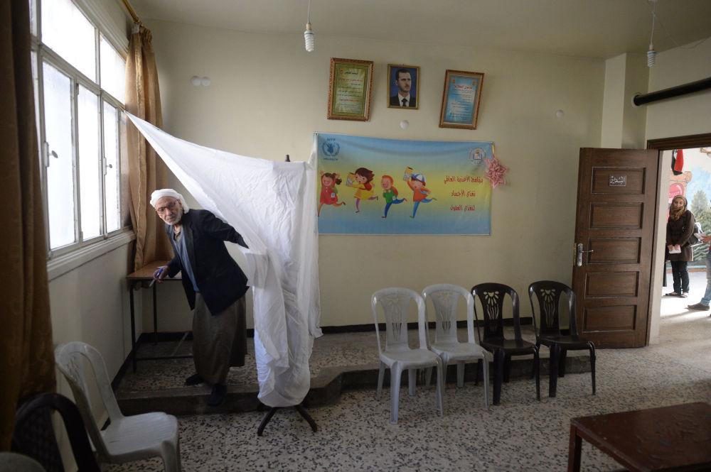 Bašár Asad hlasoval v parlamentních volbách