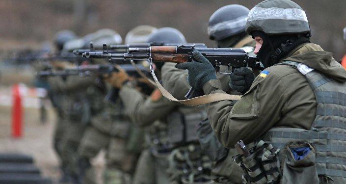 Vojáci Národní gardy Ukrajiny během cvičení podle metodiky NATO
