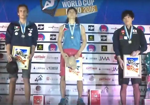 V Japonsku zahráli ruskému sportovci-vítězi starou ruskou hymnu